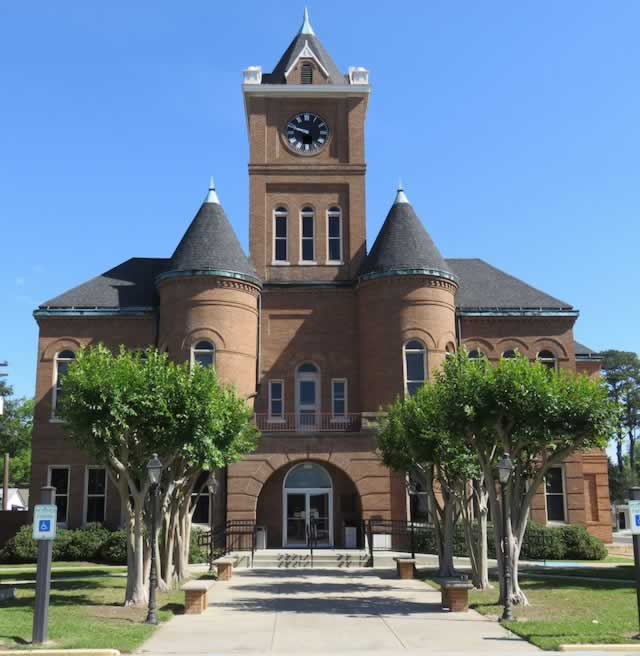 The Pointe Coupee Parish Courthouse in New Roads